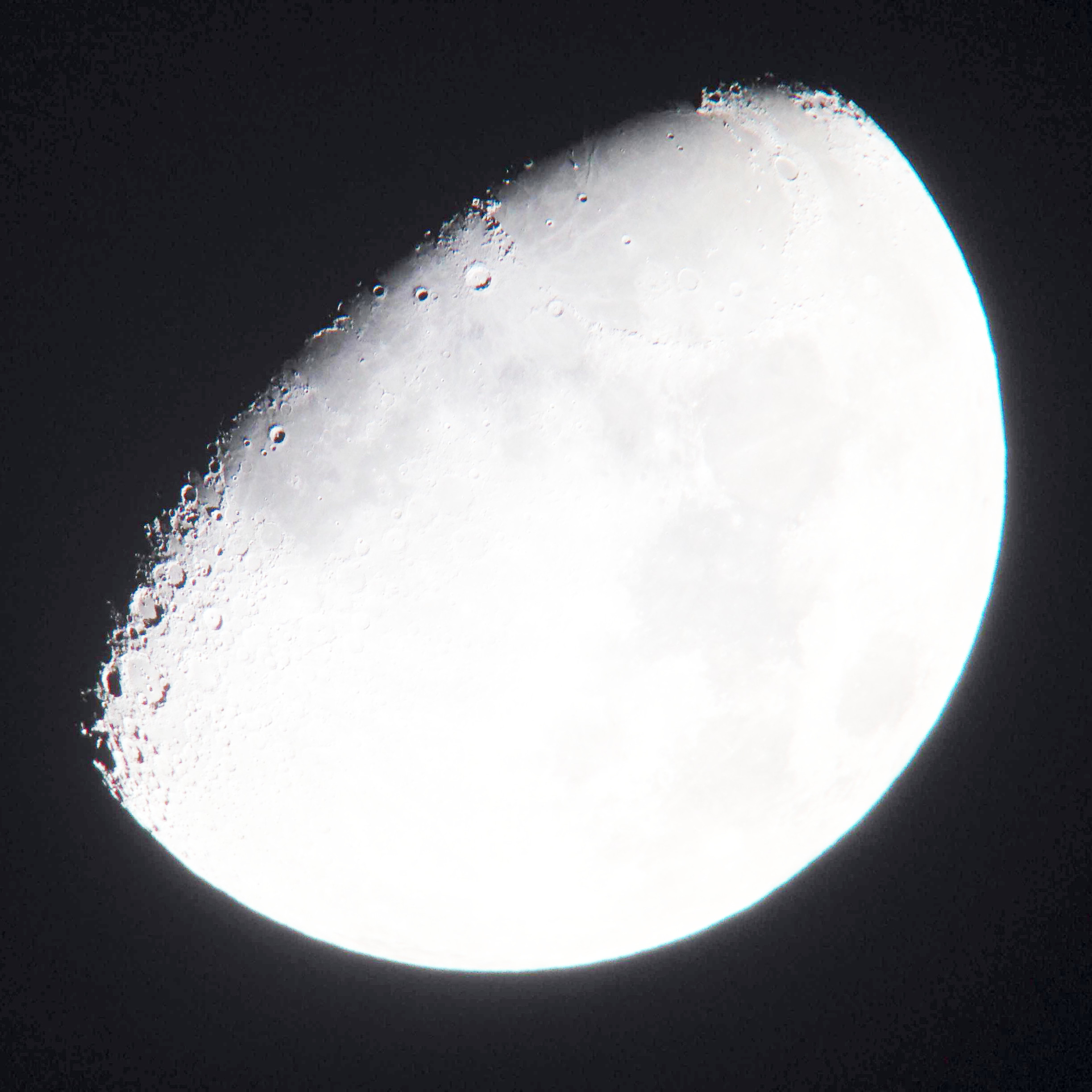 2014-11-01 waxing gibbous moon - light scatter