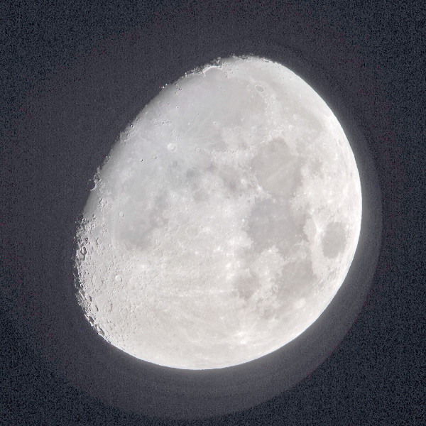 2014-11-02 waxing gibbous moon - light scatter