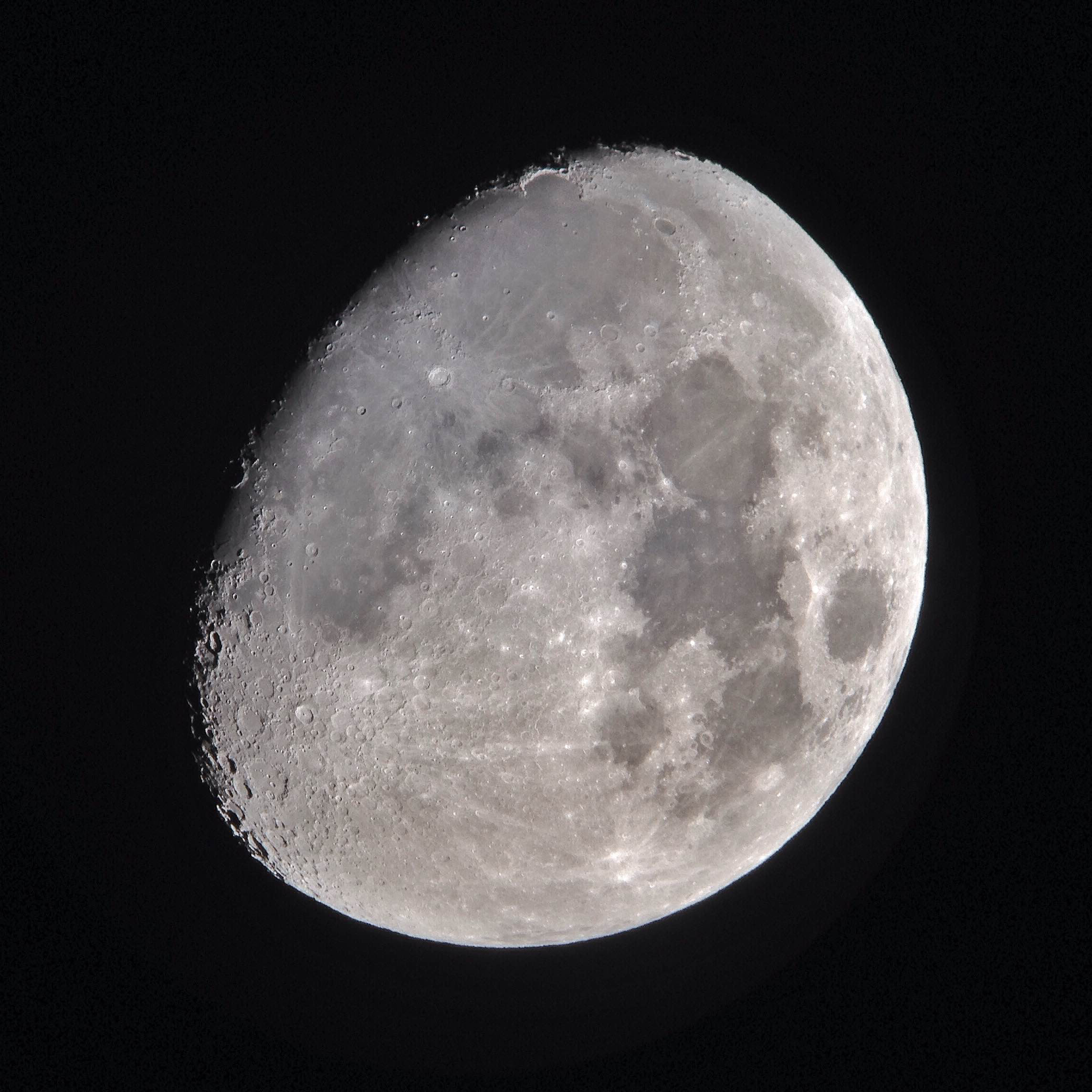 2014-11-02 waxing gibbous moon - snapseed
