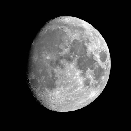 Waxing gibbous moon 2015-11-22